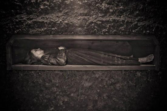 Разрытая могила страшилка картинка