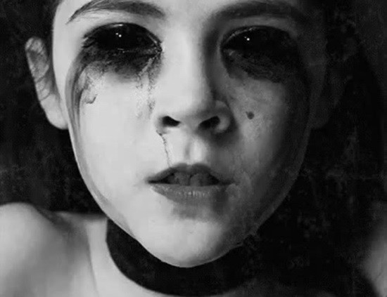 Черные глаза страшилка картинка