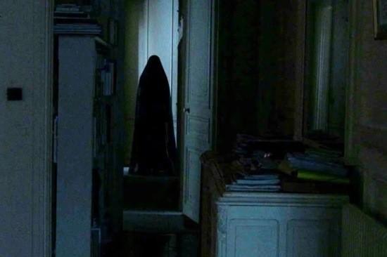 страшная женщина из шкафа в квартире