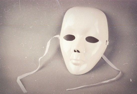 гипсовая страшная маска