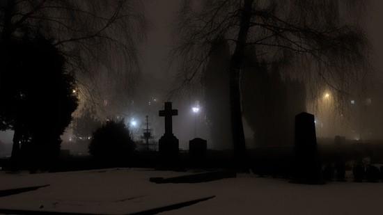 ночь на кладбище фото