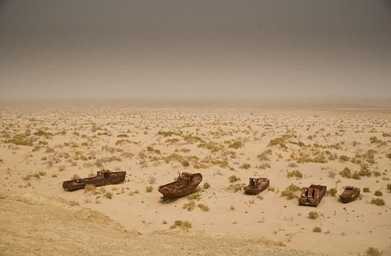 Усохшее Аральское море фото