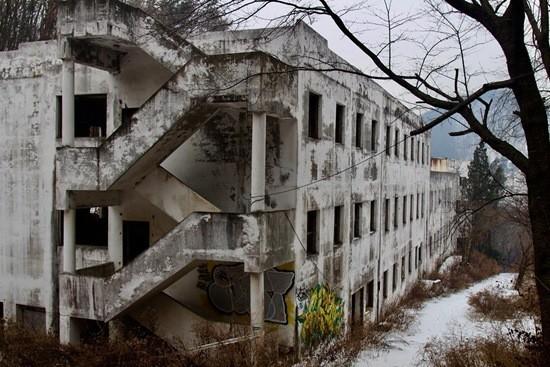 заброшенная больница фото