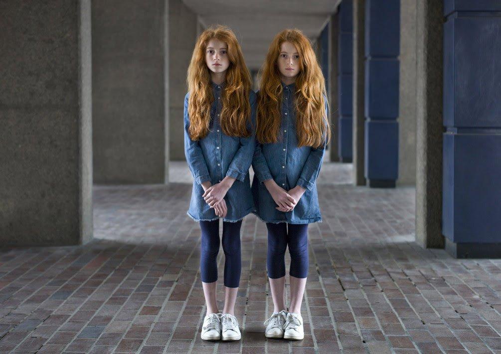Сёстры близняшки