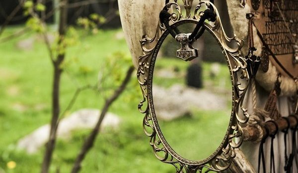Видение в старом зеркале